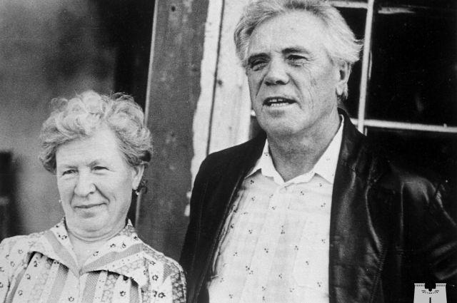 Два писателя в одной семье. Она помогала ему, он помогал ей.