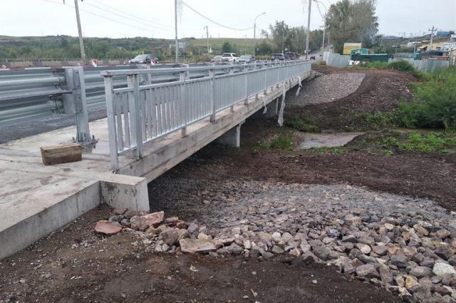 По плану мост должны отремонтировать к концу октября.
