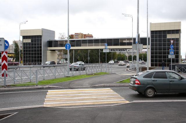 Глава Тюмени оценил удобство для пешеходов развязки на Мельникайте