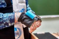 Тактильный браслет, изобретённый Дарьей Марковой, позволяет слабовидящим людям играть на музыкальных инструментах.