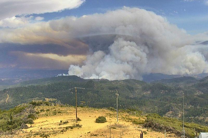 Дым от лесных пожаров в Калифорнии.