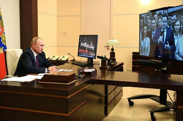 Путин провел видеоконференцию с выпускниками третьего потока  программы развития кадрового управленческого резерва Высшей школы государственного управления РАНХиГС.