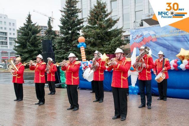 Для тюменцев в День Государственного флага РФ выступит духовой оркестр МЧС