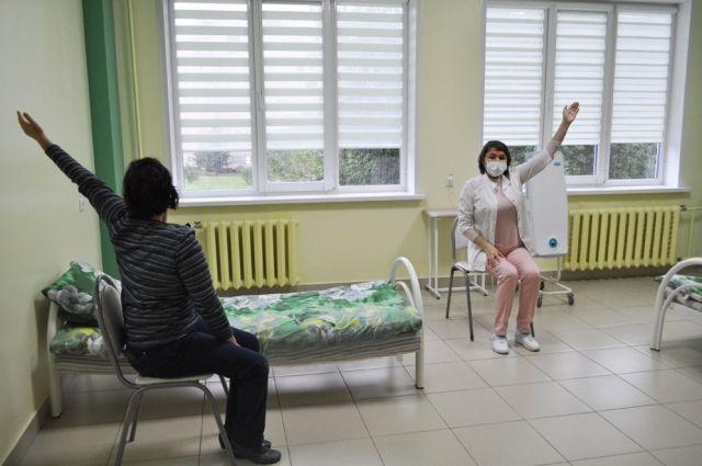 Реабилитация включает в себя дыхательную гимнастику и лечебную физкультуру.