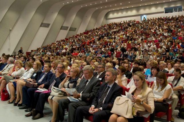 Традиционно на августовский педсовет съезжались учителя со всех районов и городов края.