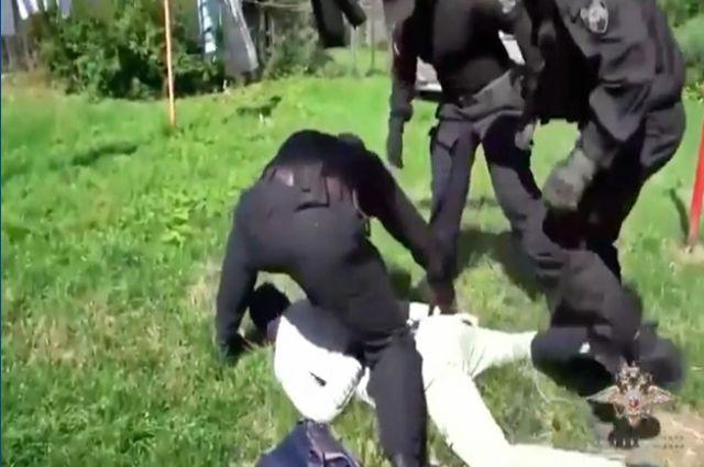 В Гусеве задержаны двое мужчин, подозреваемые в крупном вымогательстве