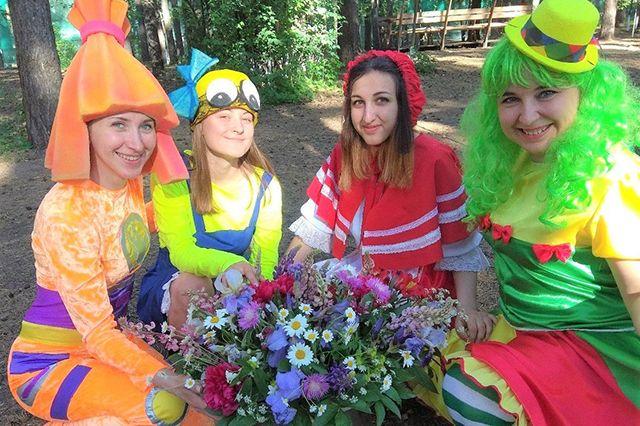 Ольга (на фото справа) организовала в Липецке клуб волонтеров.