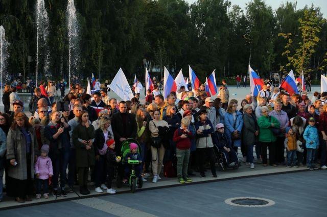 Сотни ижечан увидели уличный концерт артистов Театра оперы и балета