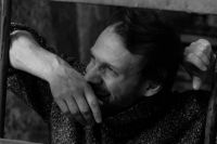 Восемь лет артист Александр Смирнов покорял Москву.