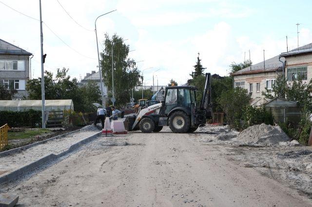 В Тюмени продолжается строительство тротуаров
