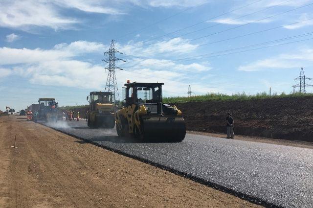 Полностью участок реконструкции с 5,5 по 8,5 км автодороги будет сдан в ноябре.