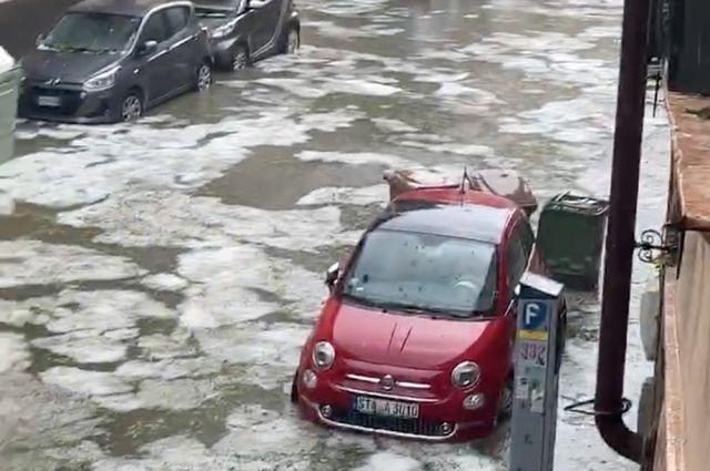 Затопленная улица возле площади Пьяцца Изоло в Вероне.