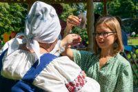 Сельским премудростям обучают гостей из города в селе Мишинское.
