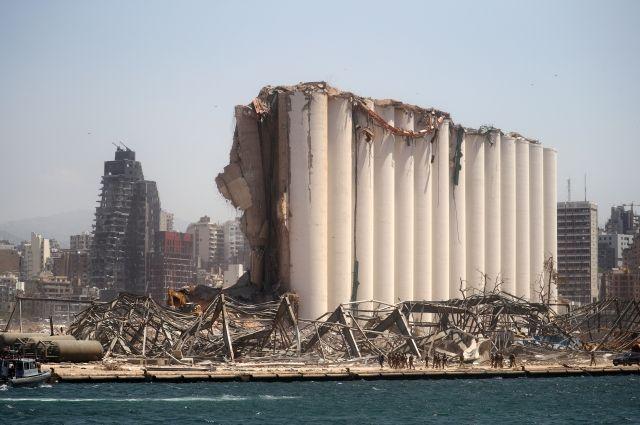 В порту Бейрута нашли 79 контейнеров со взрывоопасными химикатами
