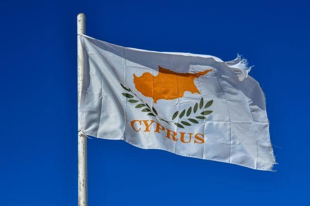 Кипр разрешил въезд части россиян