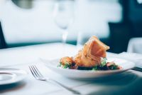 Денис Паслер подписал указ об открытии ресторанов и кафе в Оренбуржье.
