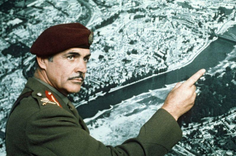 «Мост слишком далеко» (1977) — генерал-майор Рой Уркварт.