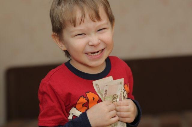 Когда ребёнку можно завести банковскую карту?