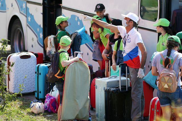 Летние лагеря и санатории в этом году работают по укороченной программе. И везде соблюдаются повышенные меры безопасности.