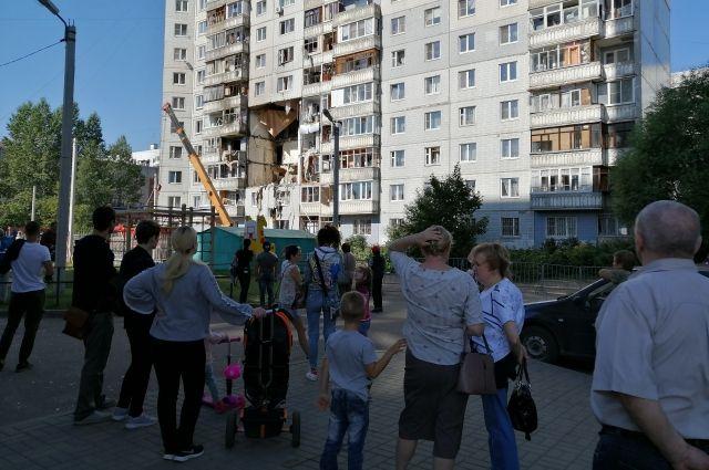 В доме обрушились шесть этажей, на трёх из них выбило фасадные плиты.