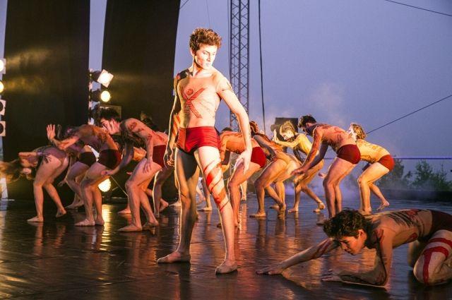 Артисты Башкирского государственного театра оперы и балета впервые танцевали на закате.
