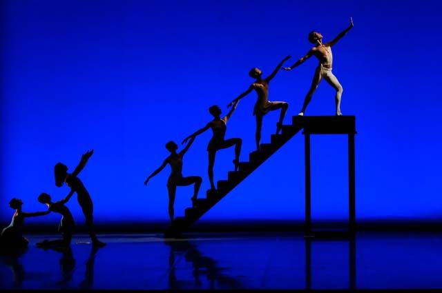 Сцена из балета Джорджа Баланчина «Аполлон Мусагет».