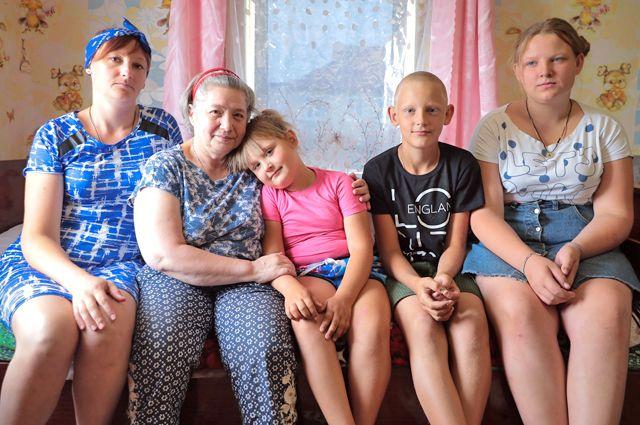 Валентину Лагутину (вторая слева) с радостью приняли в семье Конгайнен.
