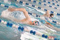 Чтобы не упустить всех детей из виду, занятия в бассейне должны проводить два тренера.