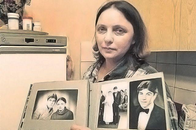 От той жизни – до катастрофы – остались свадебные фотографии. Молодые расписались за несколько месяцев до трагедии. Муж Владимир, сидевший в самолёте рядом, погиб.