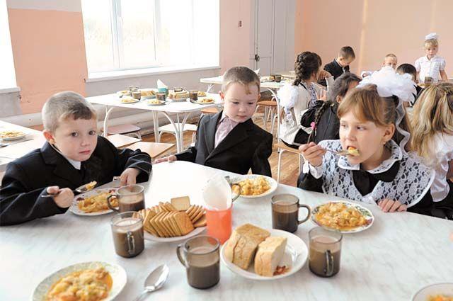 Для учеников 1-4 классов горячее питание в школе будет бесплатным.