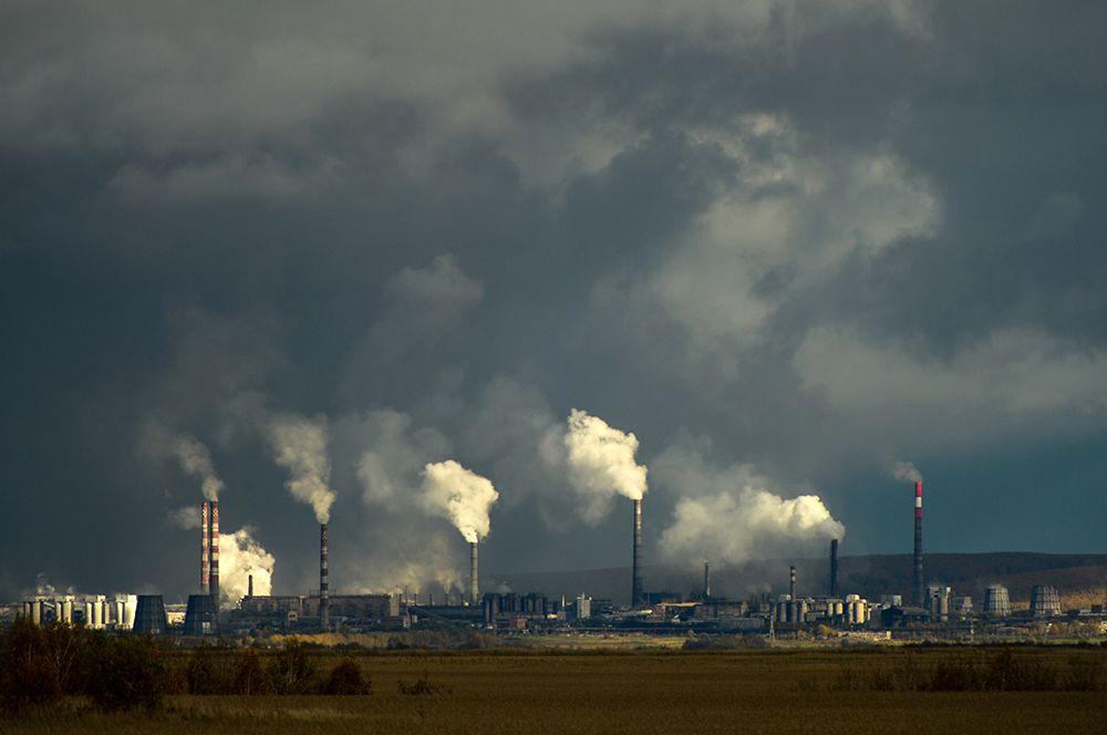 Лидером по показателям выбросов в атмосферу стал Красноярский край, где много металлургических предприятий. Общее количество выбросов в 2019 году составило 5055 тысяч тонн.