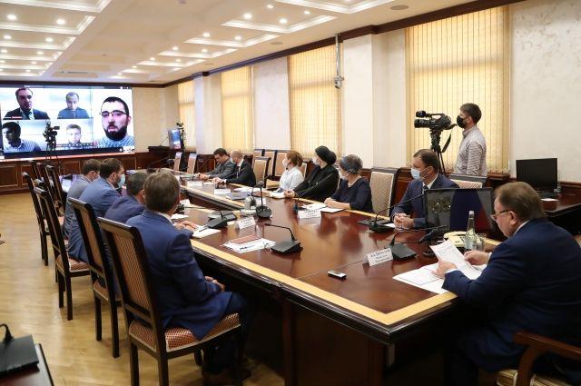 Глава республики Махмуд-Али Калиматов пообщался с участниками форума в формате видеосвязи.