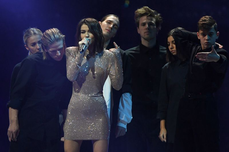 Певица Елена Темникова — 0,6 миллиона.