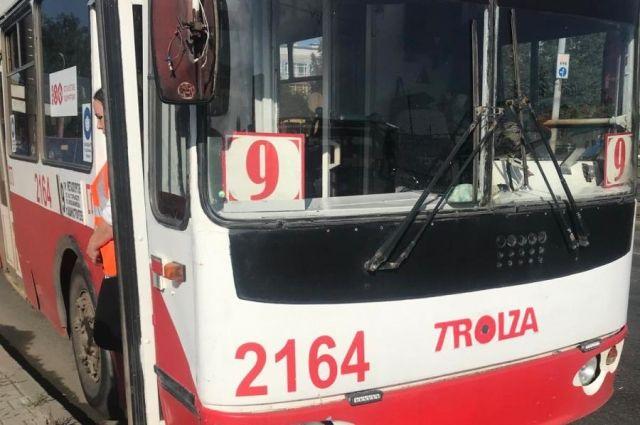 В Ижевске две пассажирки троллейбуса пострадали в аварии