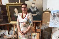 Член Союза художников России заведующая кафедрой графики художественно-графического факультета КубГУ Елена Саяпина.