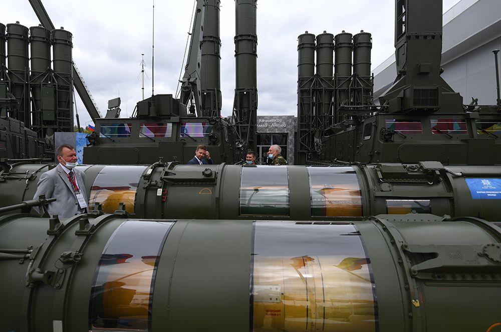 Зенитная ракетная система «Антей-4000», предназначенная для поражения современных и перспективных самолетов тактической и стратегической авиации вероятного противника.