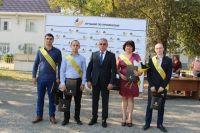 Игорь Тавлуй с победителями конкурса.
