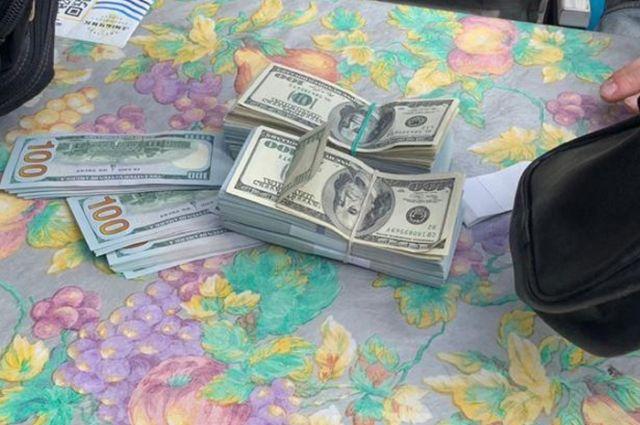 В Киеве сотрудника ГСЧС с сообщниками поймали на взятке в 70 тыс. долларов