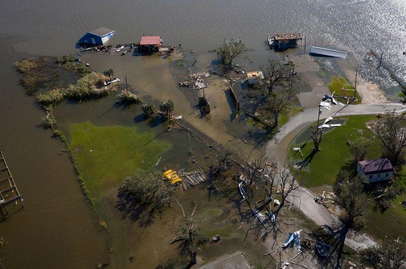 Затопленные дома в Хакберри в Луизиане.