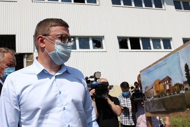 Алексей Текслер заверил, что возьмёт ситуацию со строительством ФОКа в Нязепетровске под личный контроль, чтобы проект скорее перешёл с бумаги в реальность.