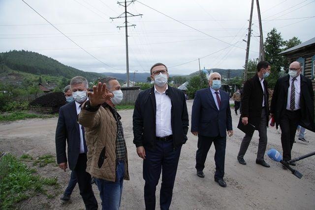 В Миньяре к губернатору подошёл местный житель и пожаловался на разбитые большегрузами дороги.