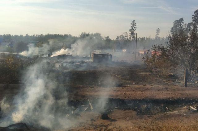 В Илеке люди на пожаре не пострадали,  сгорело 18 гаражей и 4 надворных постройки.