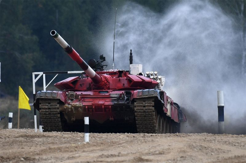 Танк Т-72Б3 команды военнослужащих армии Азербайджана.