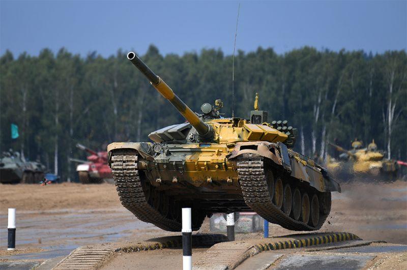 Танк Т-72Б3 команды армии Таджикистана.