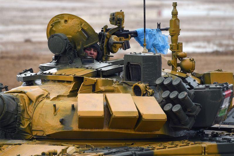 Член экипажа танка Т-72Б3 команды армии Таджикистана.