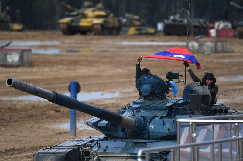 Экипаж танка Т-72Б3 команды армии Лаоса.