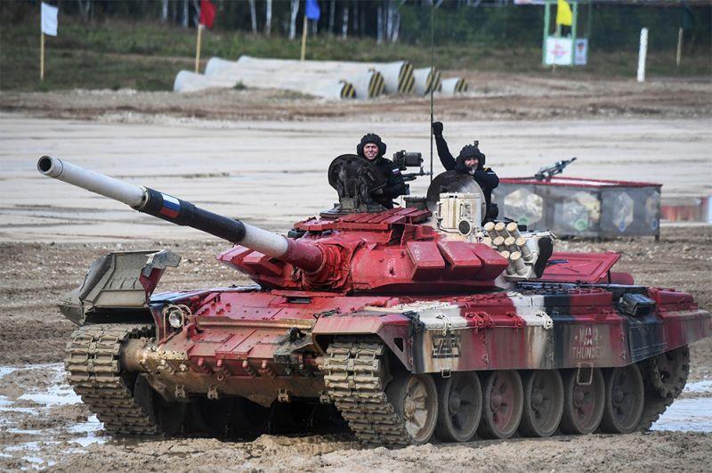 Танк Т-72Б3 команды военнослужащих России.