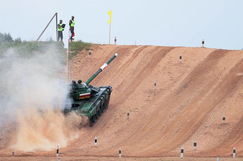 Танк Т-72 команды военнослужащих Южной Осетии.