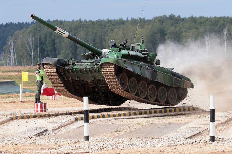 Танк Т-72 команды военнослужащих Абхазии.