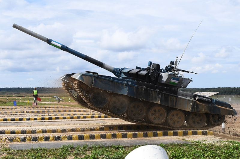 Танк Т-72Б3 команды военнослужащих Узбекистана.
